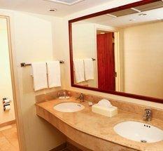 Bathroom Krystal Urban Cd. Juárez Hotel Ciudad Juárez